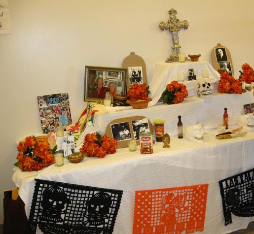 Altar ~ Día de los muertos en la cafetería de BCC ~ octubre 2009