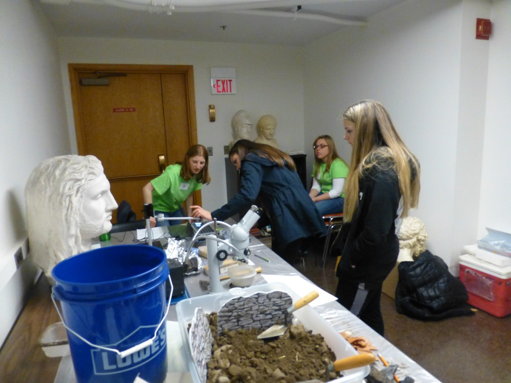 "Workshop leader Cindy Kocik supervises examination of charcoal from the ""Tel Tupperware"" excavations."