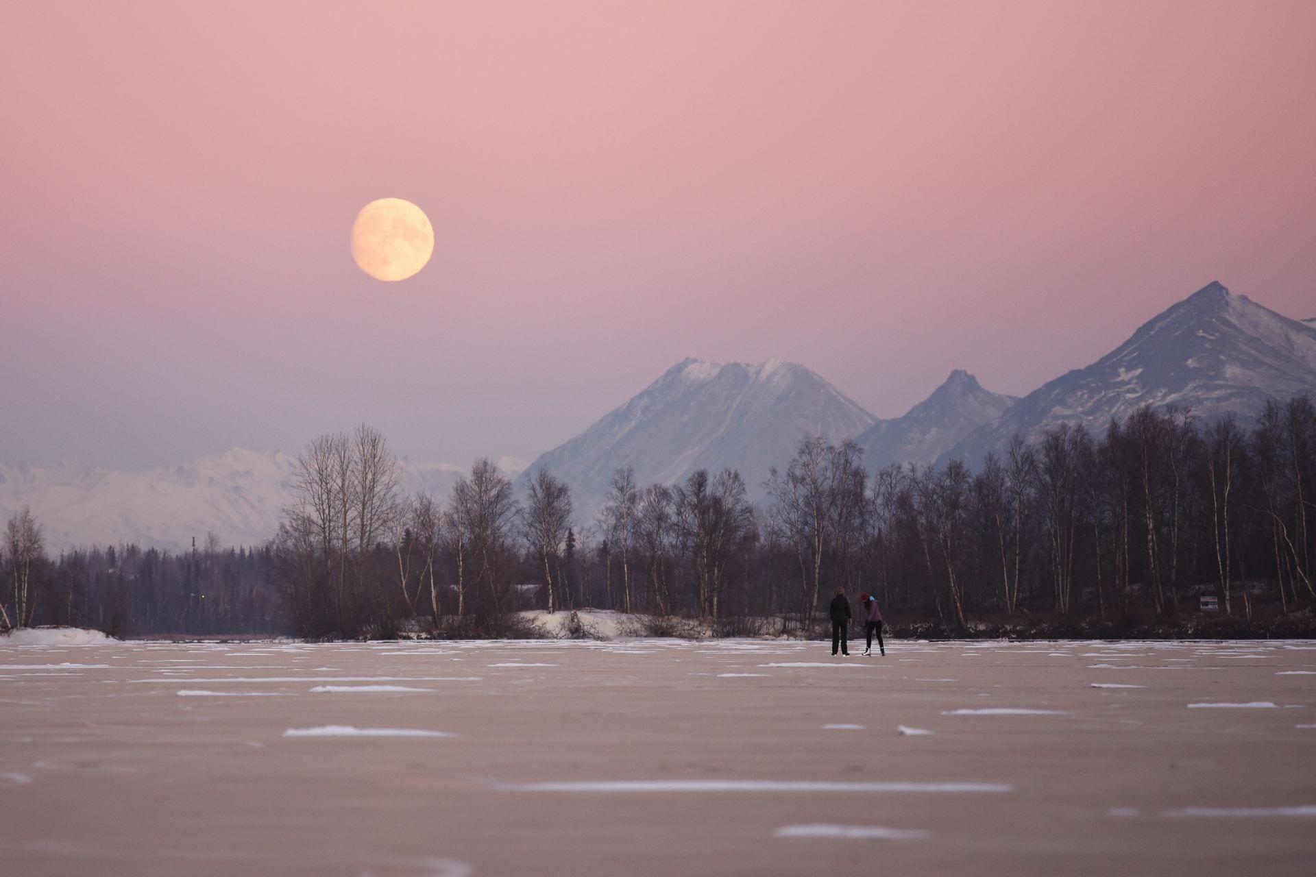 Skating on Wasilla Lake, in southcentral Alaska. (Image: Paxson Woelber/Unsplash)