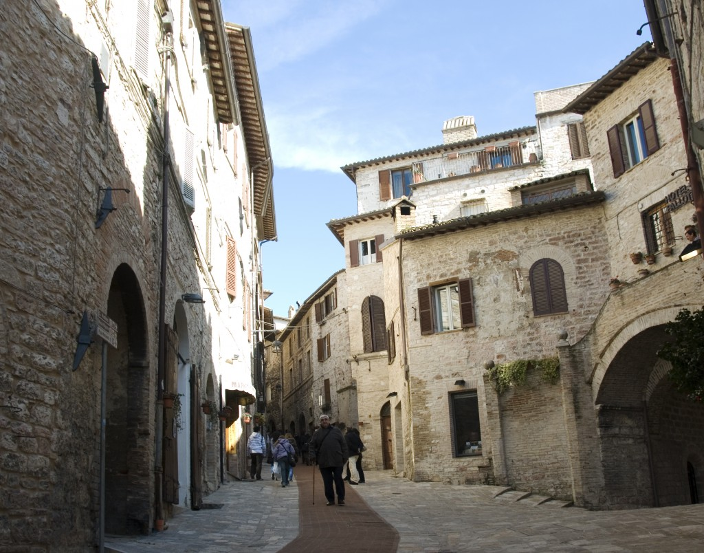 Walking along the streets of Assisi