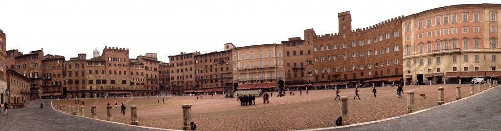 Siena: Piazza del Campo, view from bottom side