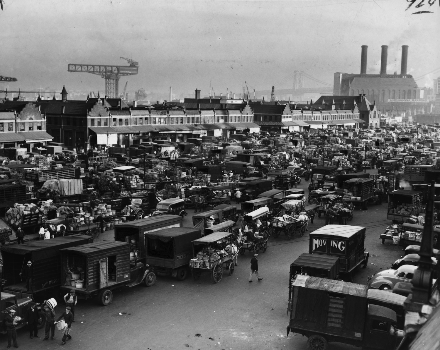 THE MARKET IN SEPTEMBER, 1940 - PHOTO BY AL AUMULLER, LIBRARY OF CONGRESS