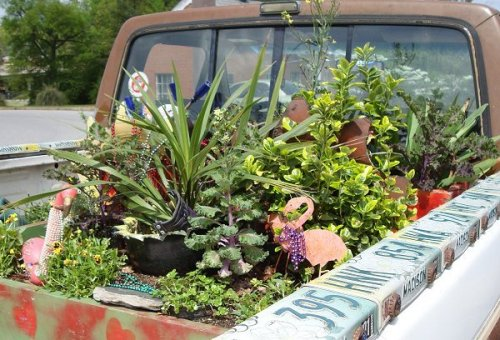 Felder Rushing's pickup truck garden, courtesy Karen at Rurality.
