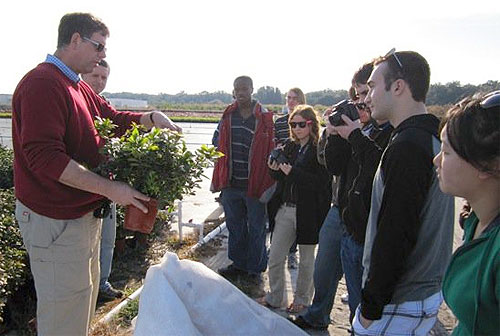 Hortus Forum advisor Dr. Bill Miller discusses container growing with Hortus Forum members at Kurt Weiss Greenhouses, Sun City, Fla.