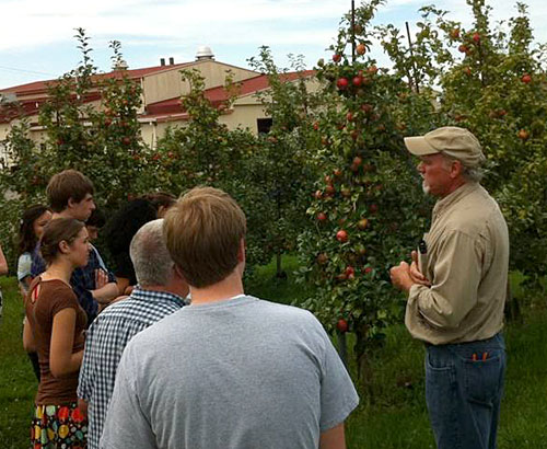 ian merwin with hort 1101 students