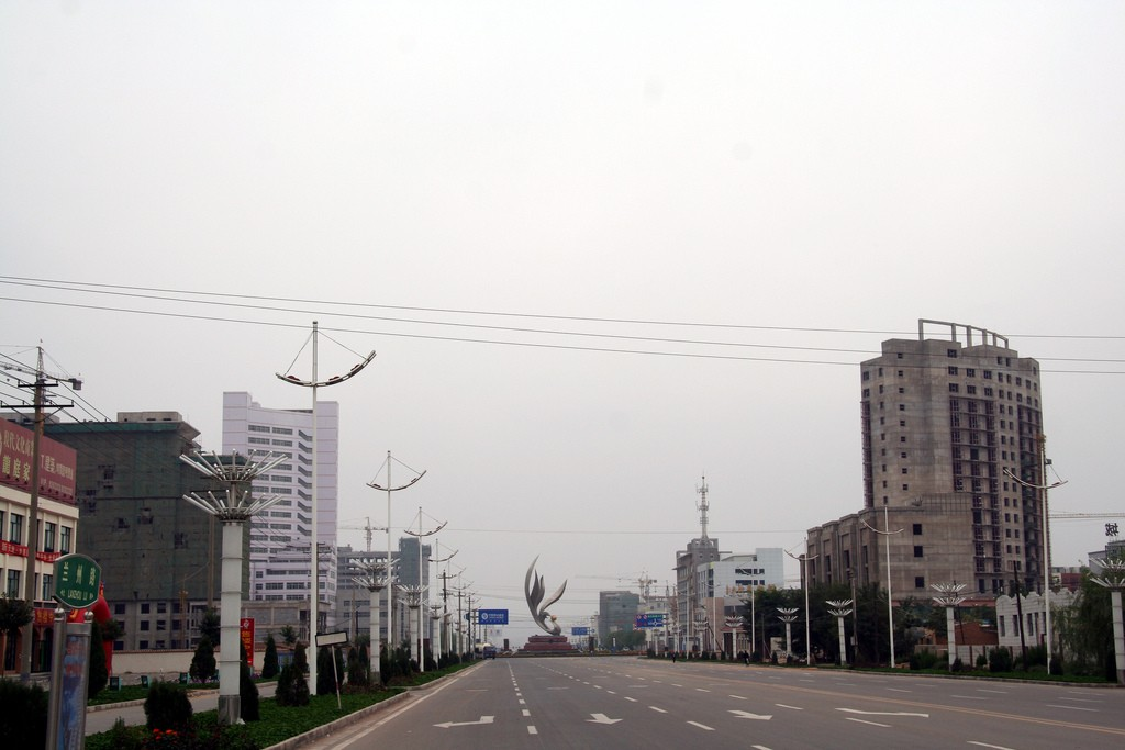 City outside Lanzhou, China. Photo by Adam Cohn, Flickr: https://flic.kr/p/7mLeaK