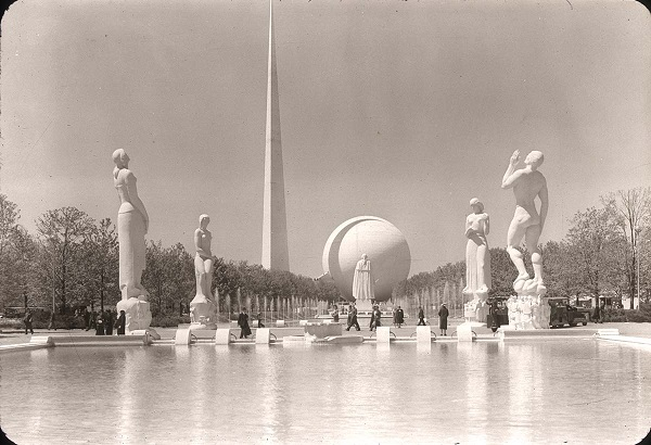 Photo of 1939 world's fair landscape showing how formal plantings of trees were incorporated in relation to fountains, sculptures and buildings. Image from Thomas Campanella's collection.