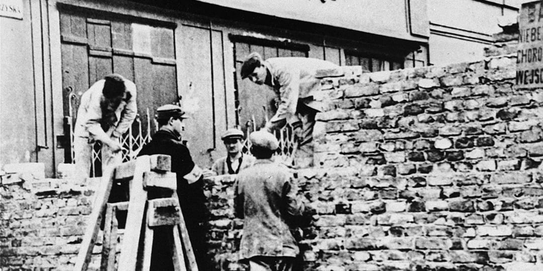 Polish and Jewish laborers construct a wall that separated the Warsaw Ghetto from the rest of the city, November 1940-June 1941. (Photo: United States Holocaust Memorial Museum, courtesy of Leopold Page Photographic Collection)