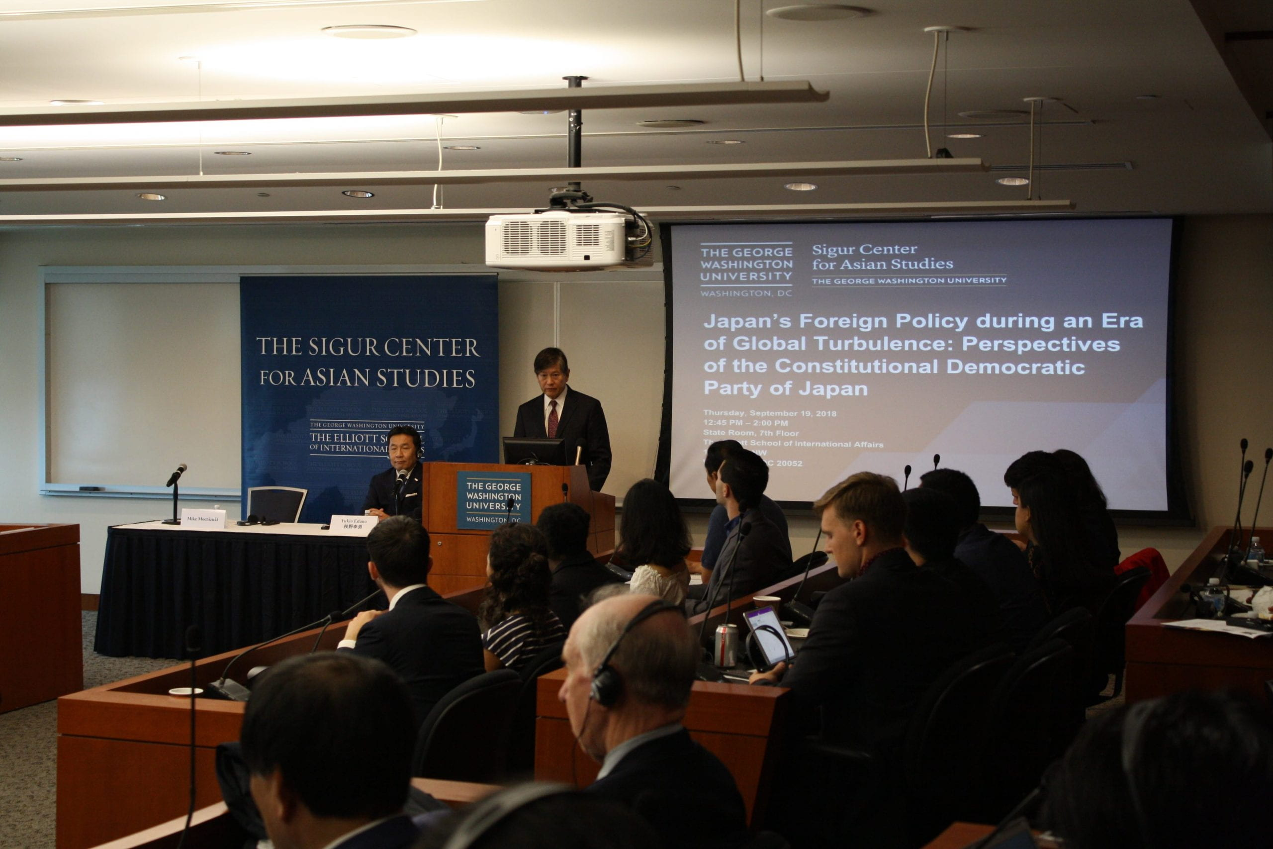 """Professor Mike Mochizuki introducing CDP leader Yukio Edano in a special public seminar on """"Japan's Foreign Policy during an Era of Global Turbulence: Perspectives of the Constitutional Democratic Party of Japan"""" held on September 13, 2018."""