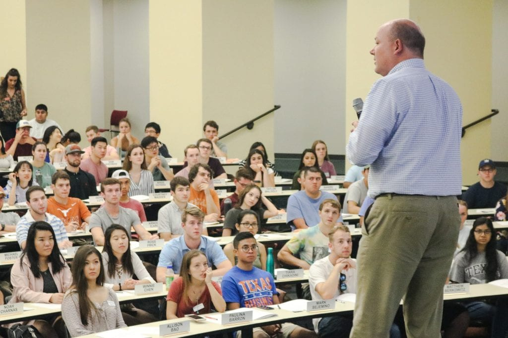 Steve Smith, Senior Director of the Master in Accounting Program, welcomes incoming iMPA students.