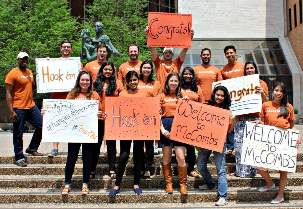 Current Texas MBA students hold welcome signs up for new MBAs