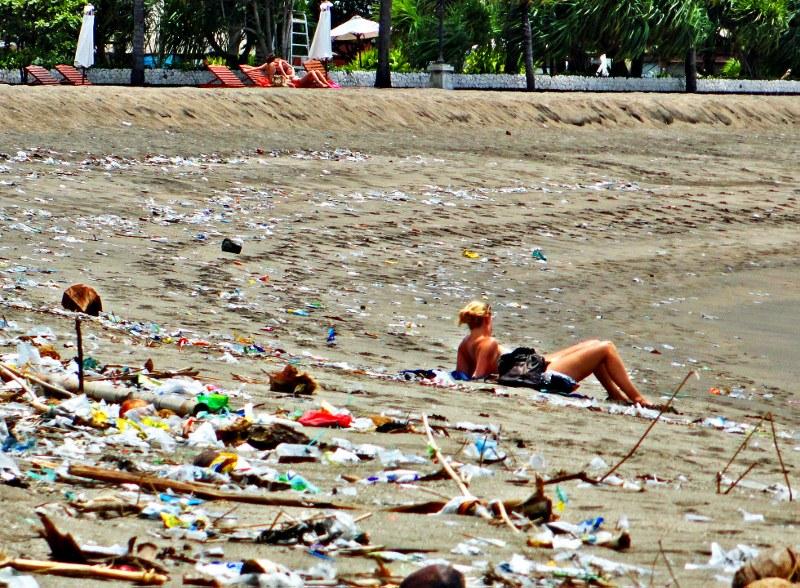 http-::www.changesinlongitude.com:kuta-beach-bali-trash:
