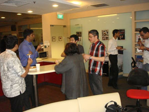 NBS students networking Mr. Robin Tanudjaja over food and drinks