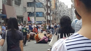 For the two Sundays I'd been in my housing, I had heard drumming and voices in the streets during the afternoon. Last Sunday, I was walking around looking for a supermarket, and caught some of this taiko performance in the road!