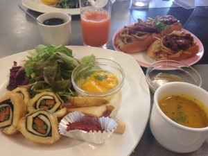 Kansai Seminar House: The chef prepared a vegetarian breakfast for me, consisting of vegetable sushi, mango pudding, pumpkin soup, and a spicy tofu-noodle sandwich. This was probably the best meal I have had in Japan thus far! ~ Shweta Modi