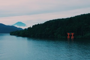 Lake Ashi, Hakone: Got a view of Mount Fuji on the boat ride we took.