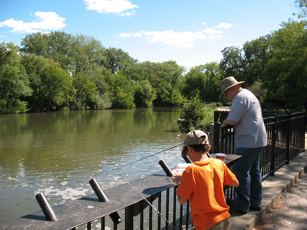 Assessing water quality on the chicago river s north for Fishing in chicago