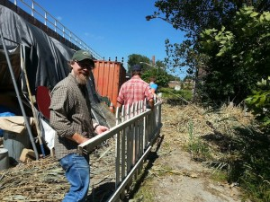 Hauling fence at EPNC, 9 sept 2014 (C. Dennis)