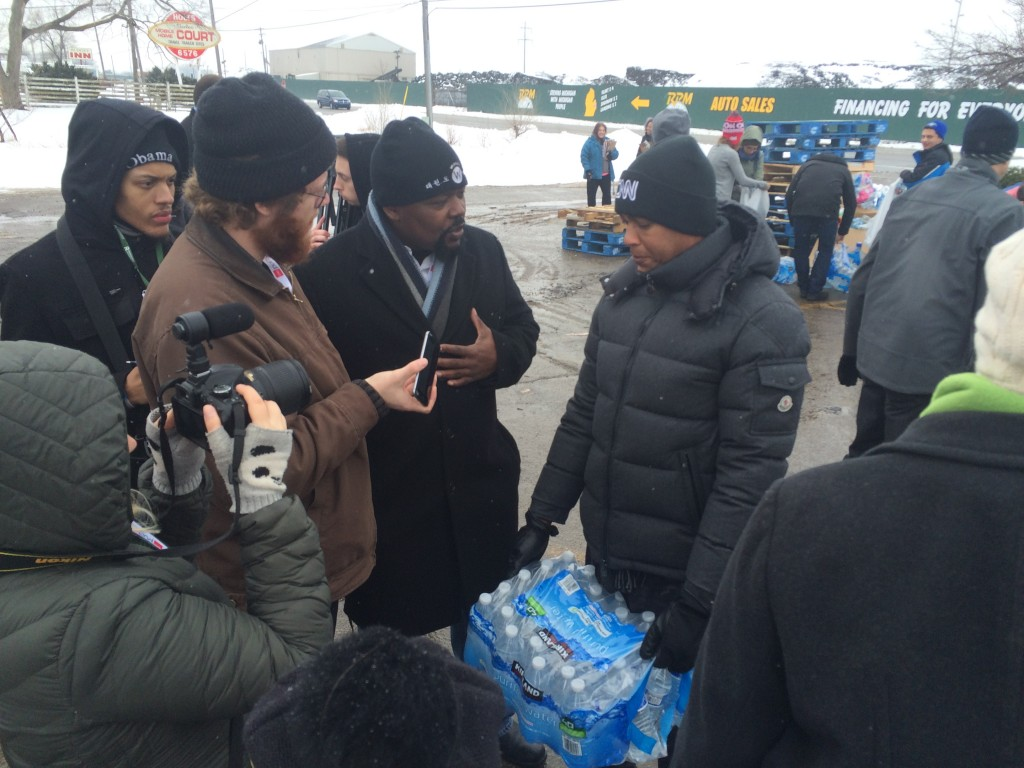 Students/Professor Fountain interviewing CNN's Don Lemon at water distribution.