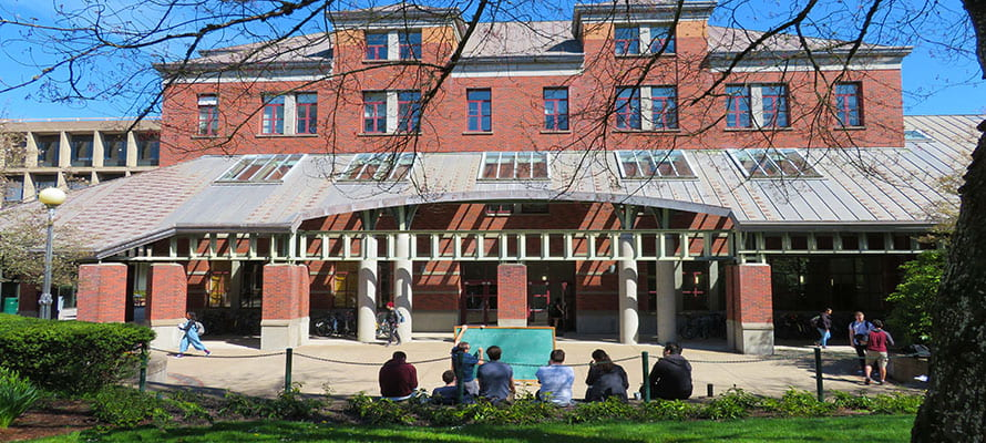 Professor Kribs holding spring term classes in the Willamette Hall Amphitheater