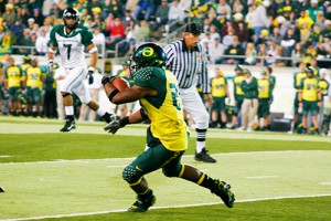 UO Ducks receiver makes a catch.
