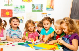 Photo of kindergarteners working together.