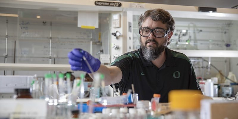 New endowment will help UO chemist track down pollutants