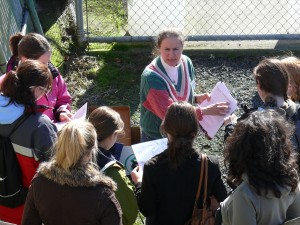 - Dr. Frances White leads a field trip with her FIG class (Animal Behavior) to the Oregon Regional Primate Research Center