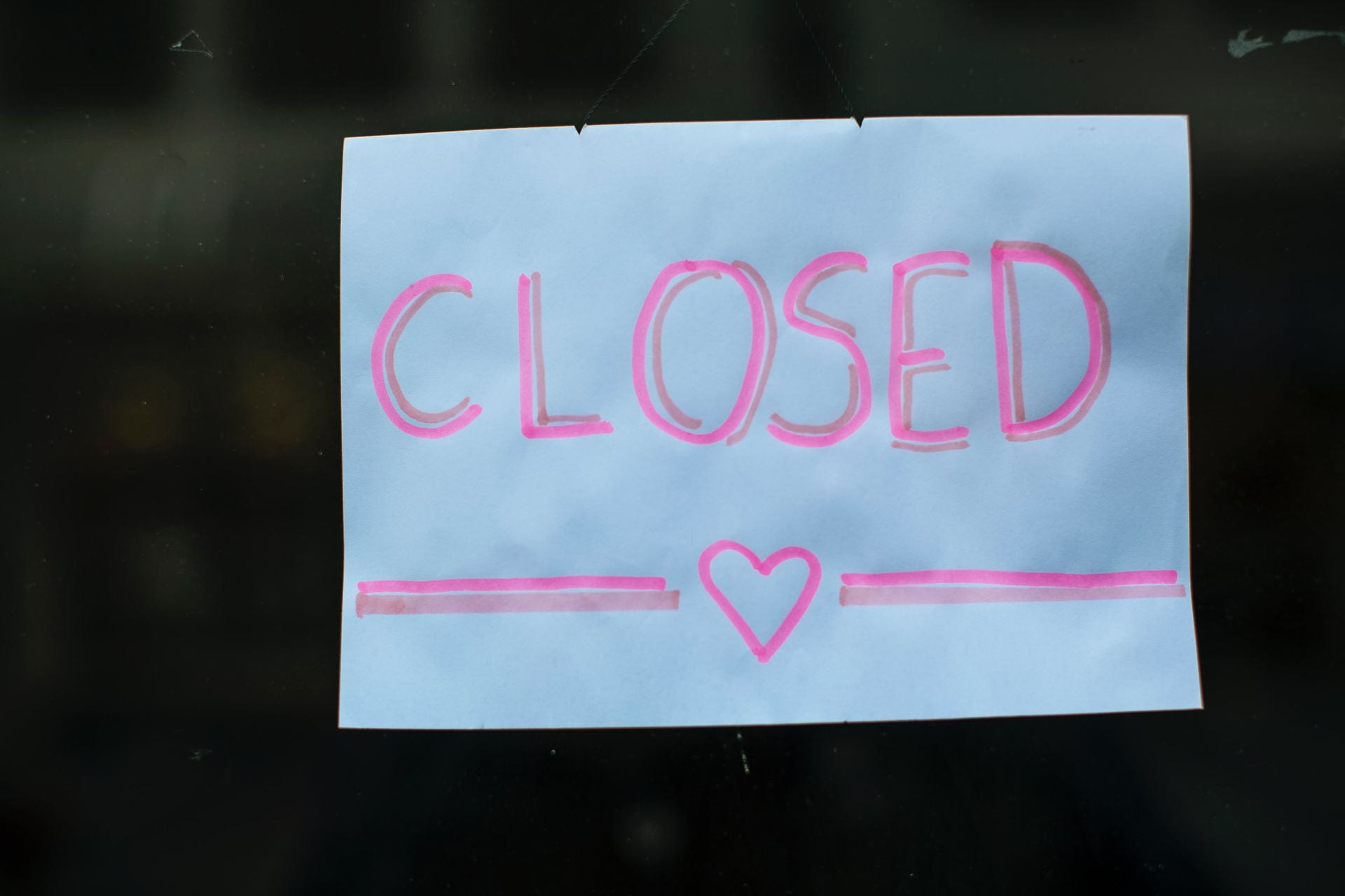 "the sign ""closed"""