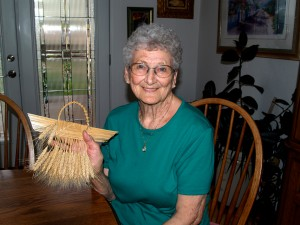 Arlene Rucker shows a piece of her wheat weaving; photo courtesy of Nancy Nusz