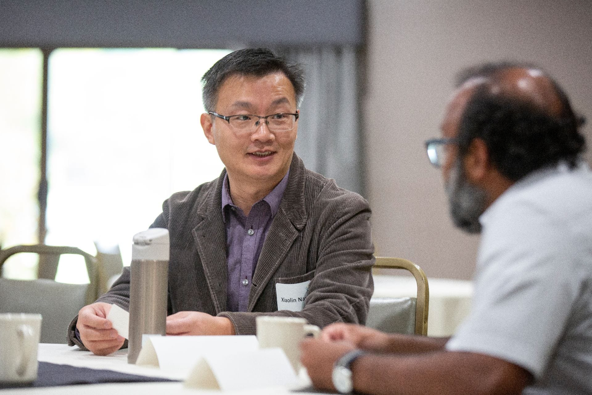 Photo of Xiaolin Nan (left), an assistant professor in the OHSU Department of Biomedical Engineering, and UO's Ramesh Jasti (right), an associate professor in UO's Department of Chemistry and Biochemistry