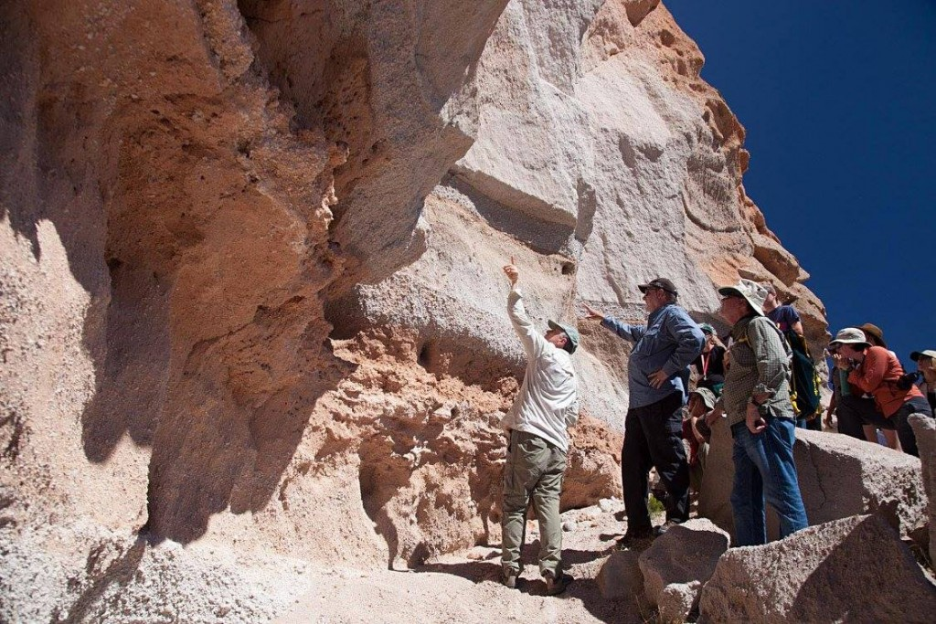 UO professors Paul Wallace and Mike Dungan battle it out over whether a part of the Tschirege ignimbrite's initial plinian pumice fall is reworked or not