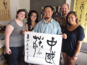 ChinaVine group visits Songzhuang artist.