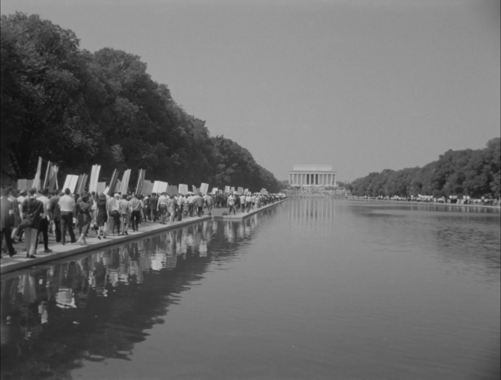 Marchers moving toward Lincoln Memorial.