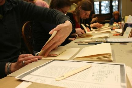 Folding signatures