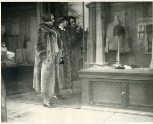 Wellesley students shopping in the village in 1928.
