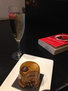 Felicidad: pure happiness (choco-caramel-banana cake, cava, and a book)