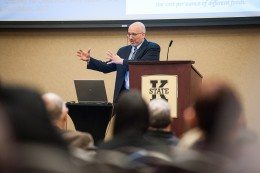 """Louis Soares presents the lecture """"Higher Education and the Future: Meta-themes and Innovation"""" at the anniversary kickoff event."""