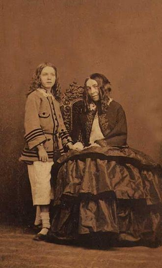 Elizabeth Barrett Browning with her son Pen