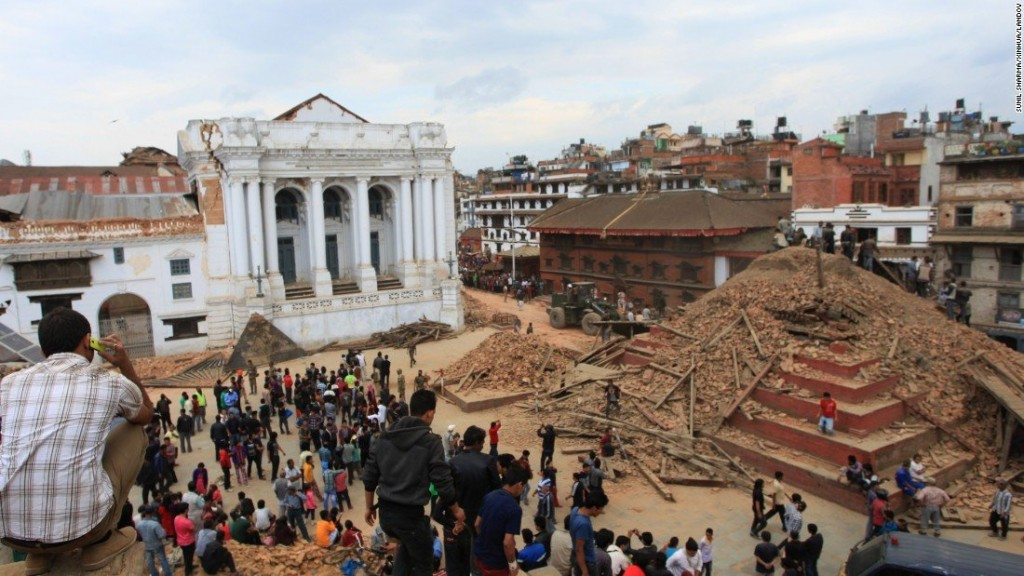 x365df_150425123050-12-nepal-quake-0425---restricted-super-169.jpg.pagespeed.ic.6UNHS2kzDE