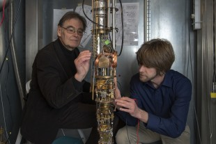 TUM physicists Erwin Schuberth and Marc Tippmann