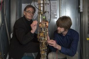 TUM physicists Erwin Schuberth and Marc Tippmann