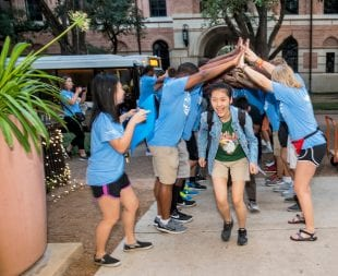 Incoming freshmen students are greeted during move-in day at the beginning of O-Week. (Photo by Tommy LaVergne)