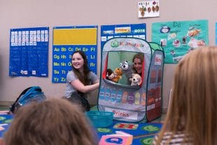 Rice freshmen used puppets to teach toddlers the value of inclusion. (Photo by Brandon Martin)