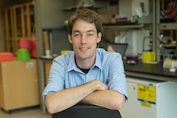 Former Rice University postdoctoral researcher Idse Heemskerk led a study that uncovered details about how two critical signaling pathways in developing embryos are treated differently by cells. (Credit: Jeff Fitlow/Rice University)