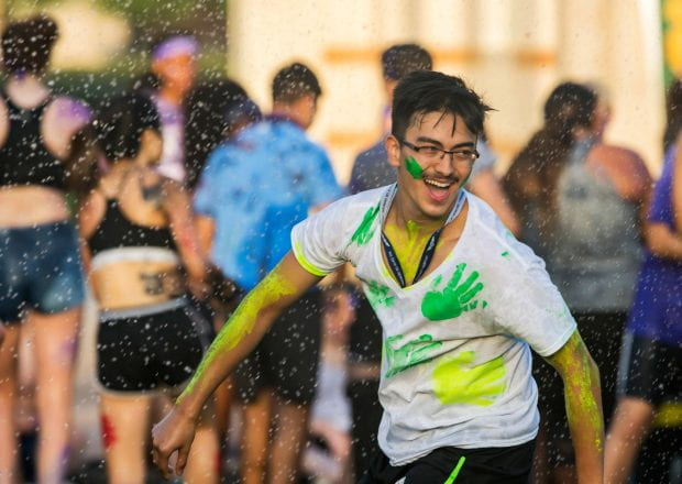 During O-Week, new freshmen were introduced to the long-standing tradition of keeping cool via aquatic combat in campuswide water balloon fights following the Rice Rally Aug. 20. (Photos by Tommy LaVergne)
