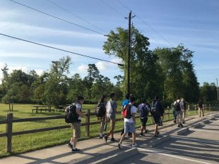 New freshmen got to know Memorial Park on a morning walking tour with Memorial Park Conservancy guides. (Photo by Katharine Shilcutt)