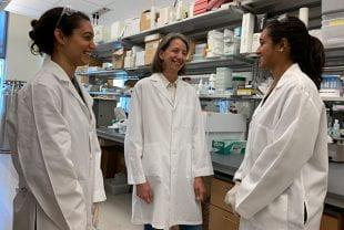 Mary Natoli, Rebecca Richards-Kortum and Kathryn Kundrod in lab.
