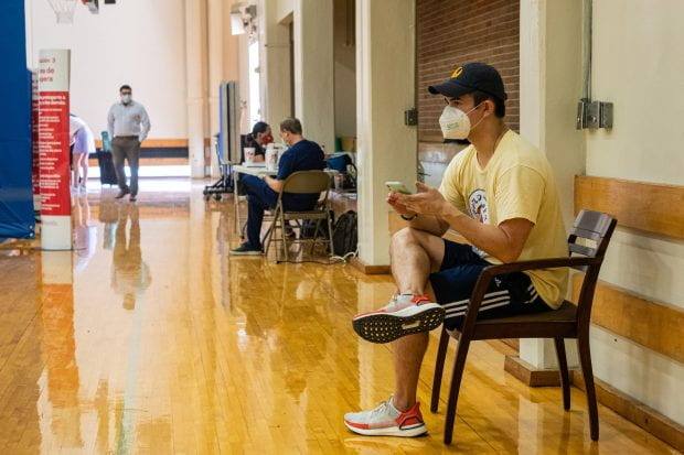 Rice students wait in the East Gym of Tudor Fieldhouse for COVID-19 testing. (Photo by Jeff Fitlow)