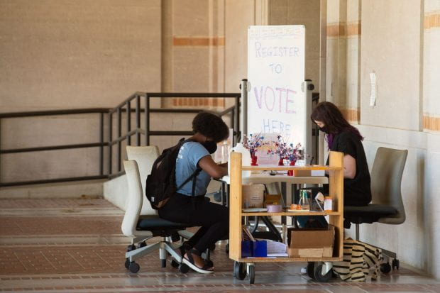 Fondren Library registered 172 voters during its weeklong voter registration drive. (Photo by Jeff Fitlow)
